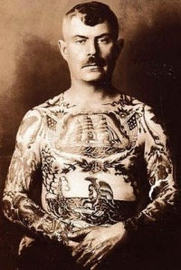 Tatuaggi dispari ed orecchino
