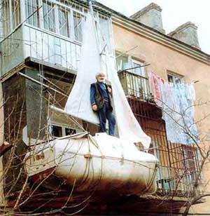 Said boat appesa al balcone