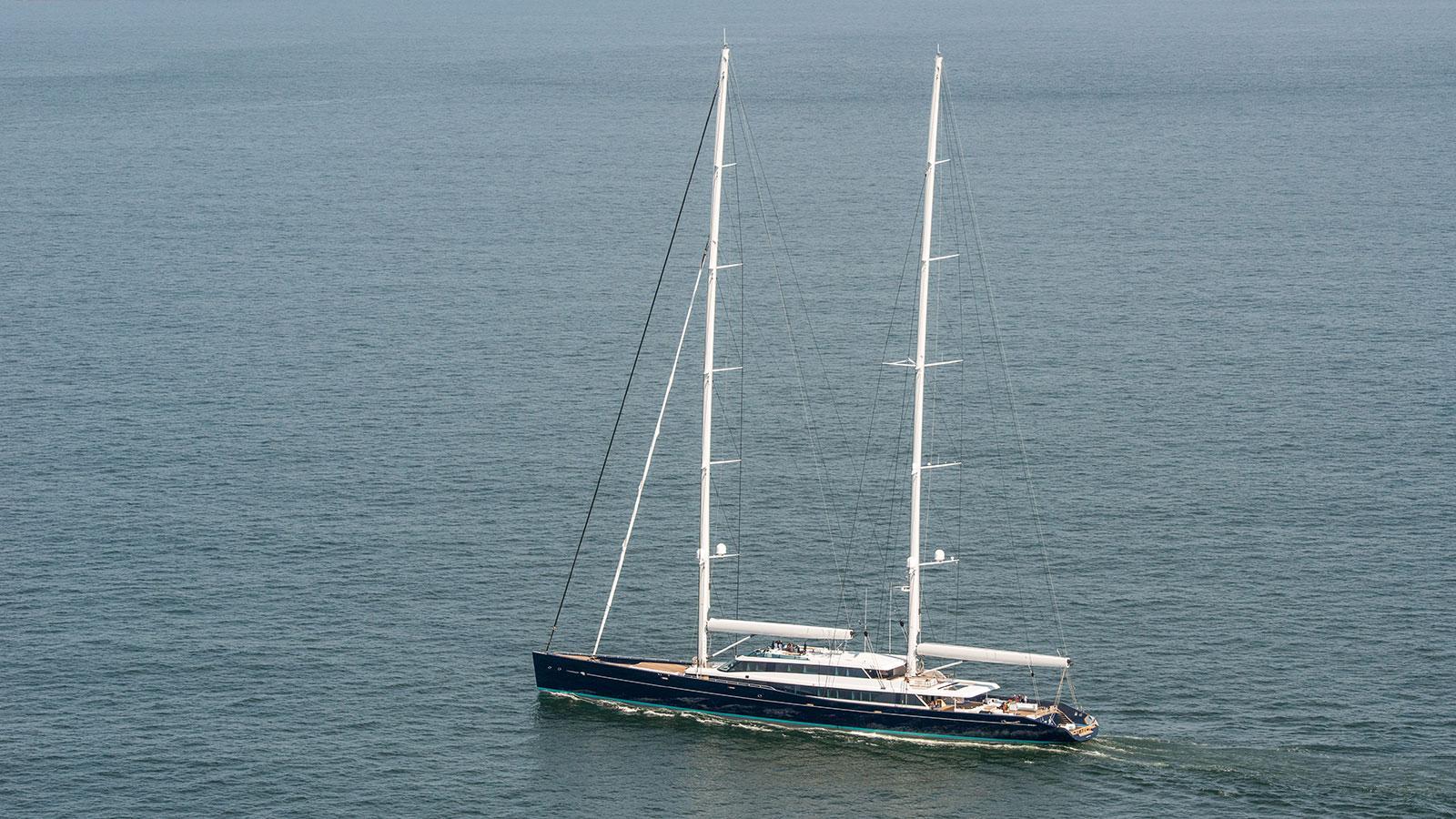 aquijo-super-yachtsailing-boat