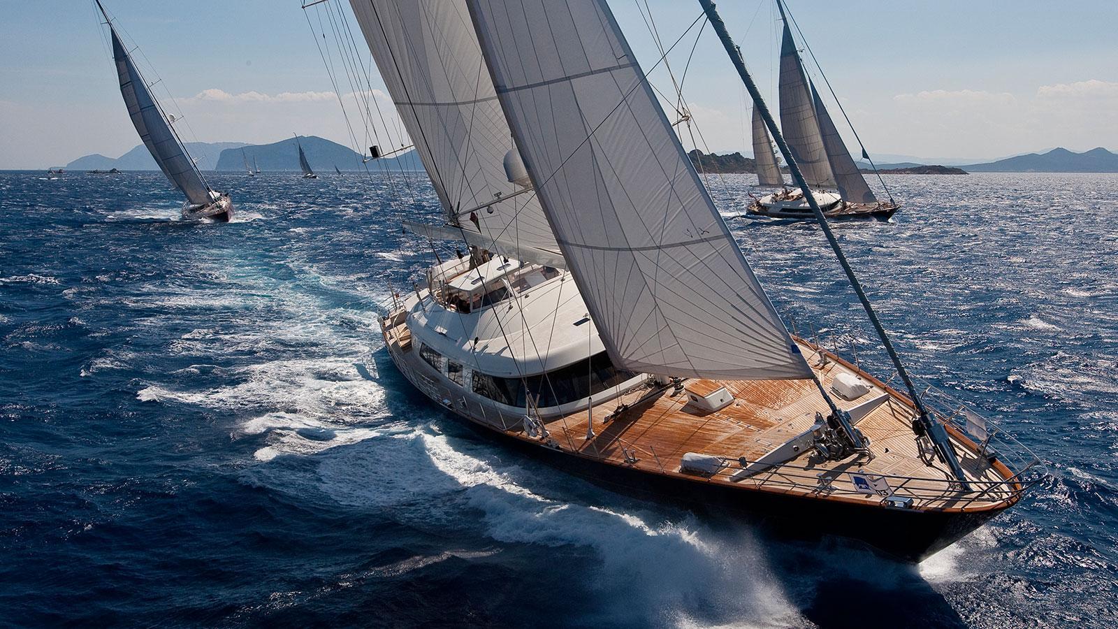 atmosphere-sailing boat