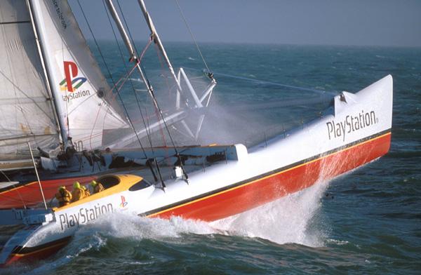 Il catamarano oceanico Playstation